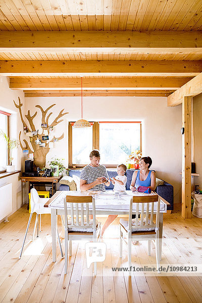 Familienbasteln am Küchentisch