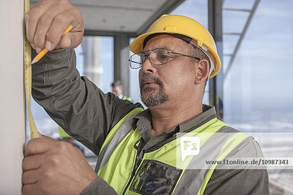 Bauarbeitermessung auf der Baustelle