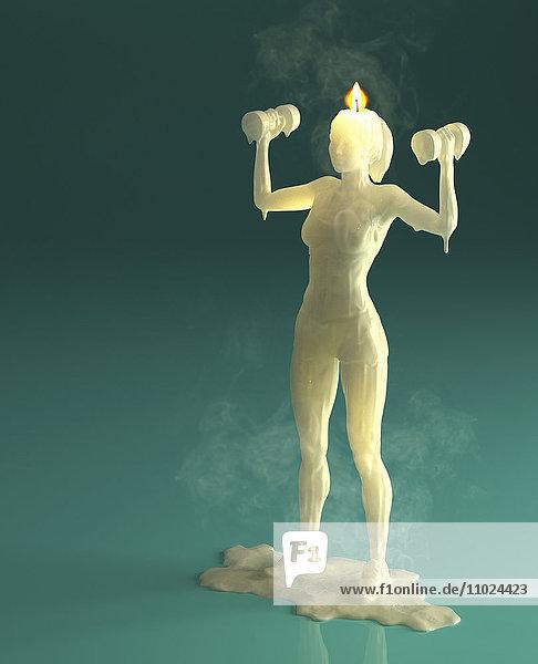 Schmelzende Wachskerze einer Frau beim Gewichtstraining