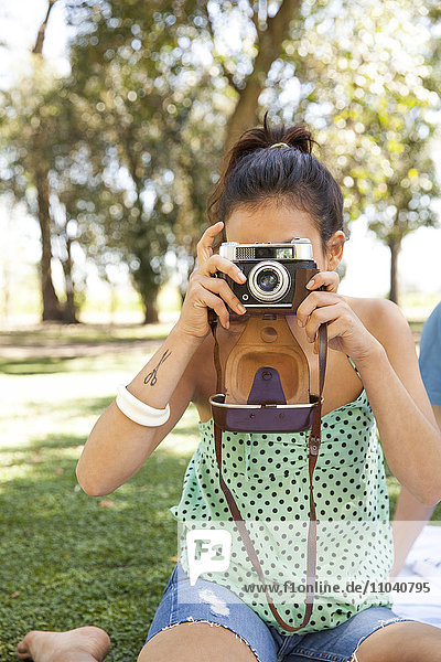Frau beim Fotografieren  persönliche Perspektive