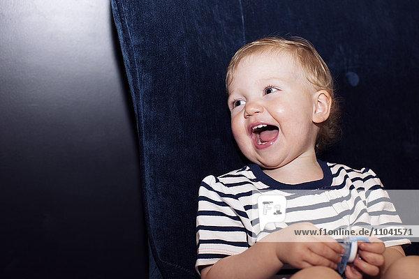 Kleinkind lachend  Portrait