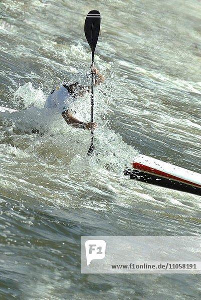 Kajakfahrer  Gebirgsbach  Wildwasser