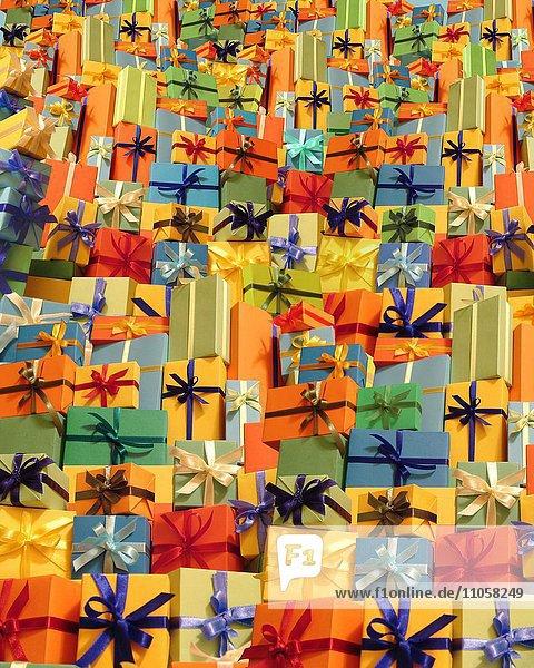 Geschenkeberg  Geschenke  Vielzahl  gestapelt