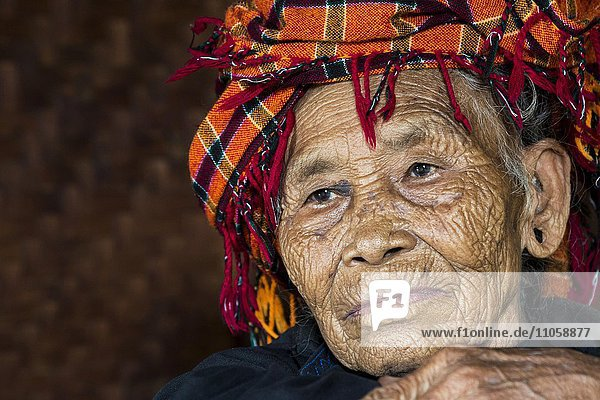 Old woman of mountain tribe or mountain people Pa-O or Pa-Oh or Pao or Black Karen or Taungthu or dew-soo  ethnic minority  portrait  near Kalaw  Shan State  Myanmar  Asia