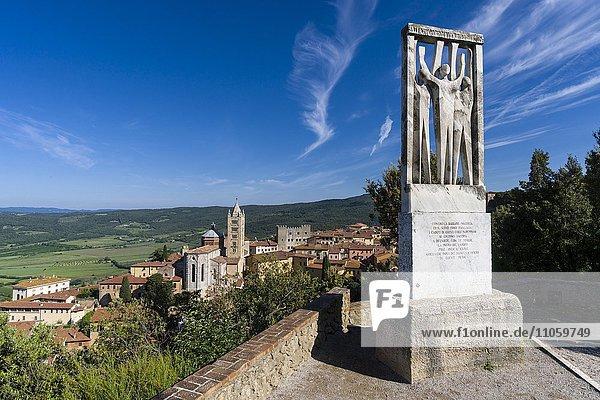 Mahnmal gegen Faschismus und Nazismus auf dem Hügel über der Stadt  Massa Marittima  Toskana  Italien  Europa