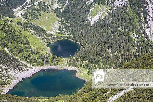 Soiernkessel mit Seen und Soiernhaus  Mittenwald  Bayern  Deutschland  Europa Soiernkessel mit Seen und Soiernhaus, Mittenwald, Bayern, Deutschland, Europa