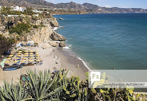 Playa Calahonda  Sandstrand  Urlaubsort Nerja  Provinz Málaga  Spanien  Europa