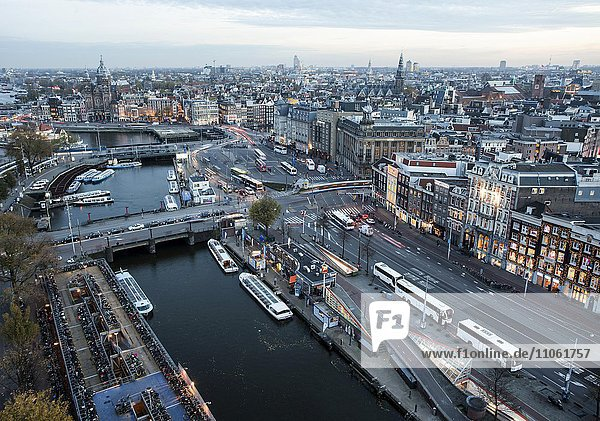 Ausblick auf Altstadt von Amsterdam  Holland  Niederlande  Europa