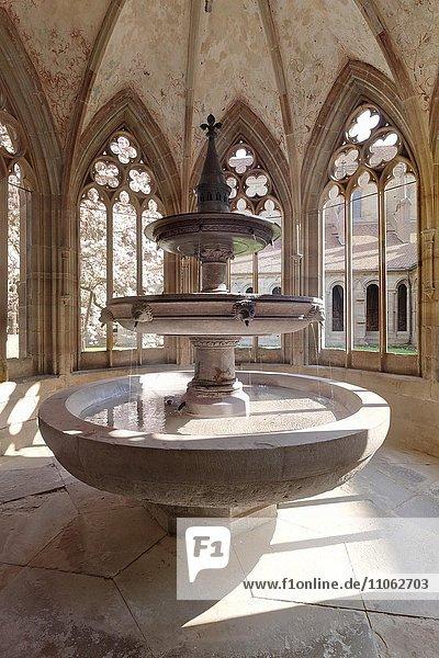 Brunnen im Kloster Maulbronn  Schwarzwald  Baden Württemberg  Deutschland  Europa