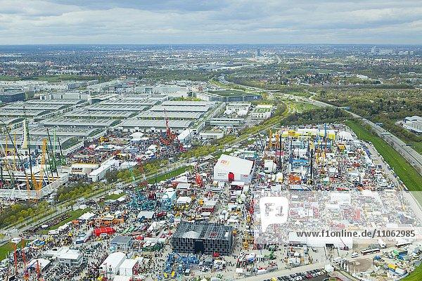 BAUMA Messe 2016  Außengelände  Messegelände  Messehallen  Luftaufnahme  München  Bayern  Deutschland  Europa