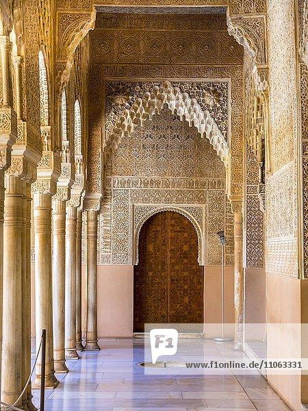 Arabeske maurische Architektur  Löwenhof  Na?ridenpaläste  Alhambra  Granada  Andalusien  Spanien  Europa