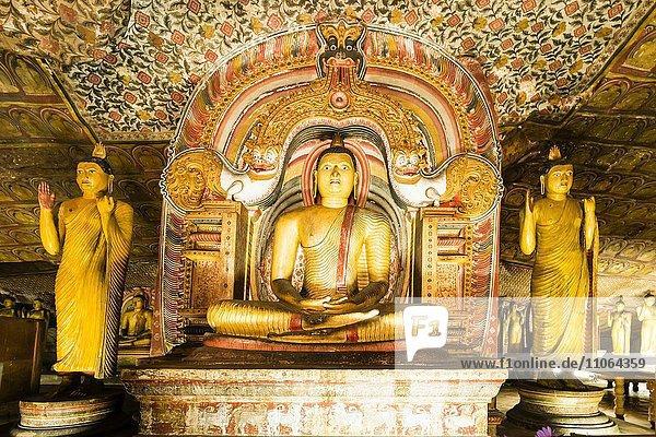 Siutting Buddah  Höhle des göttlichen Königs  Cave of the Divine King  Dambulla  Sri Lanka  Asien