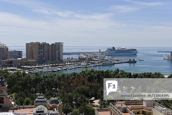 Ausblick auf Hafen  Málaga  Andalusien  Spanien  Europa