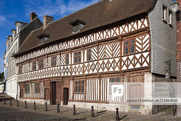 Fachwerkhaus Maison Henri IV in Saint-Valery-en-Caux  Département Seine-Maritime  Normandie  Frankreich  Europa