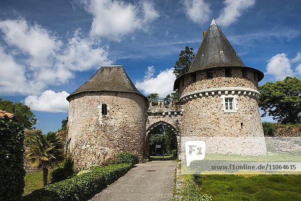Tor zum Schloss Château de Champtoceaux  Departement Maine-et-Loire  Frankreich  Europa