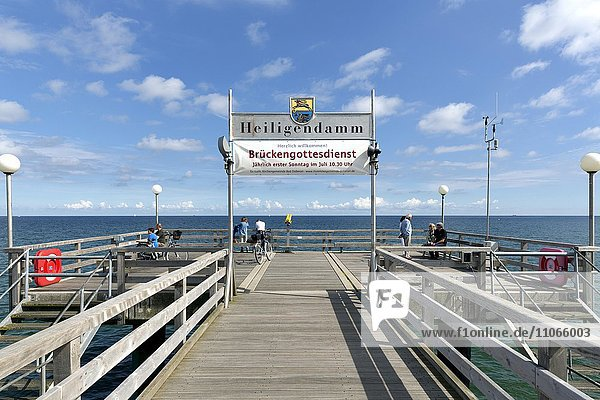 Seebrücke im Ostseebad Heiligendamm  Mecklenburger Bucht  Bad Doberan  Mecklenburg-Vorpommern  Deutschland  Europa