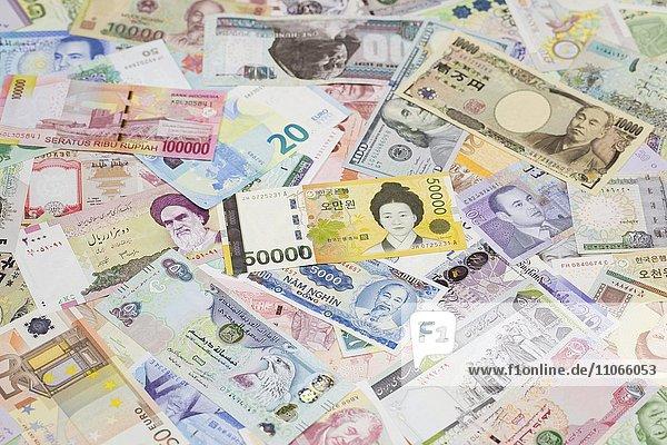 Internationale Banknoten  Südkoreanischer Won in der Mitte