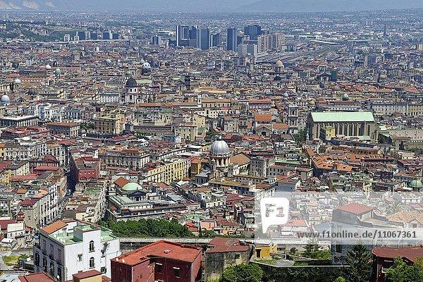 Aussicht über die Stadt  vom Castel Sant´Elmo  Neapel  Kampanien  Italien  Europa