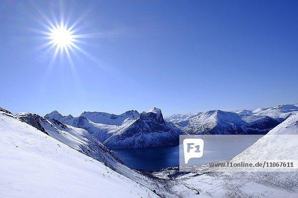 Berge  Snaufjellet  Landschaft im Winter  bei Bergsbotn  Halbinsel Senja  Norwegen  Europa
