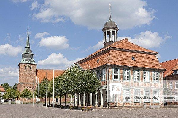 Marienkirche und Rathaus  Boizenburg-Elbe  Mecklenburg-Vorpommern  Deutschland  Europa