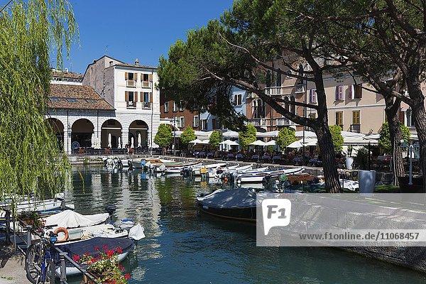 Alter Hafen (Porto Vecchio) in Desenzano del Garda  Lombardia  Italien  Europa