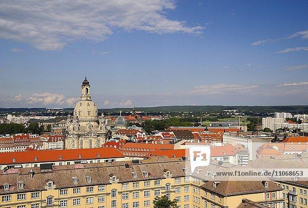 Ausblick über Altstadt mit Frauenkirche  gesehen vom Turm der Kreuzkirche  Dresden  Sachsen  Deutschland  Europa