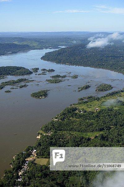 Aerial view  fishing village Periquito  river Rio Tapajos in the Amazon rainforest  planned dam Sao Luiz do Tapajós  Itaituba  Pará state  Brazil  South America