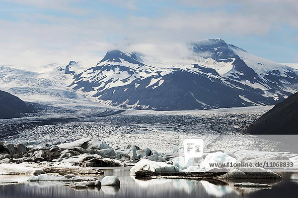 Gletschersee und Gletscher  Heinabergsjökull  Island  Europa