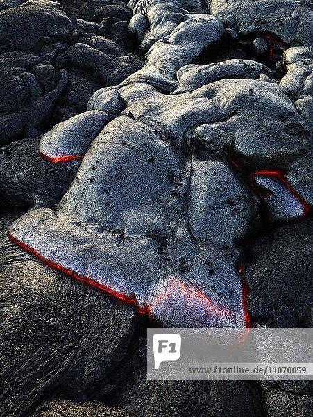 Pu?u ???? Vulkan  Vulkanausbruch  Lavastrom  glühende heiße Lava fließt  Hawai?i-Volcanoes-Nationalpark  Hawaii  USA  Nordamerika Pu?u ???? Vulkan, Vulkanausbruch, Lavastrom, glühende heiße Lava fließt, Hawai?i-Volcanoes-Nationalpark, Hawaii, USA, Nordamerika