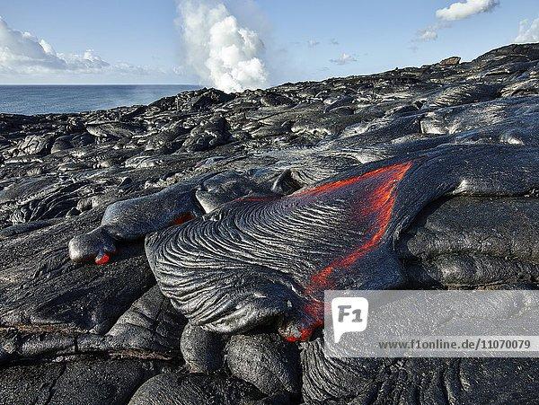 Pu?u ???? Vulkan  Vulkanausbruch  Lavastrom  glühende heiße Lava fließt  Hawai?i-Volcanoes-Nationalpark  Hawaii  USA  Nordamerika
