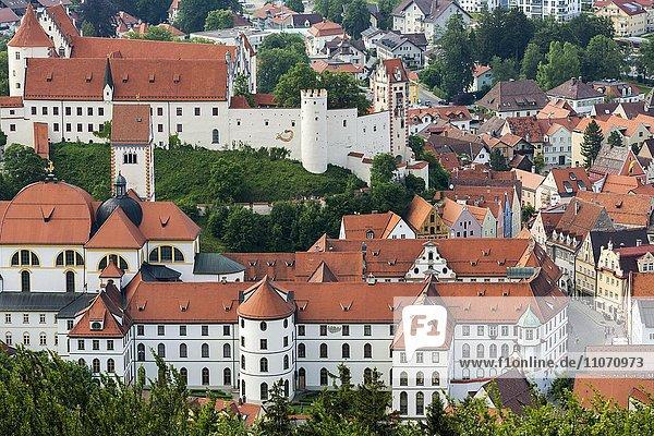 Hohes Schloß und Kloster Füssen  Ausblick vom Kalvarienberg  Allgäu  Oberbayern  Bayern  Deutschland  Europa