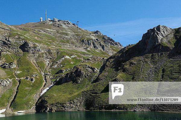 Lac d'Oncet  Pic du Midi de Bigorre mit Observatorium  Hautes-Pyrénées  Frankreich  Europa