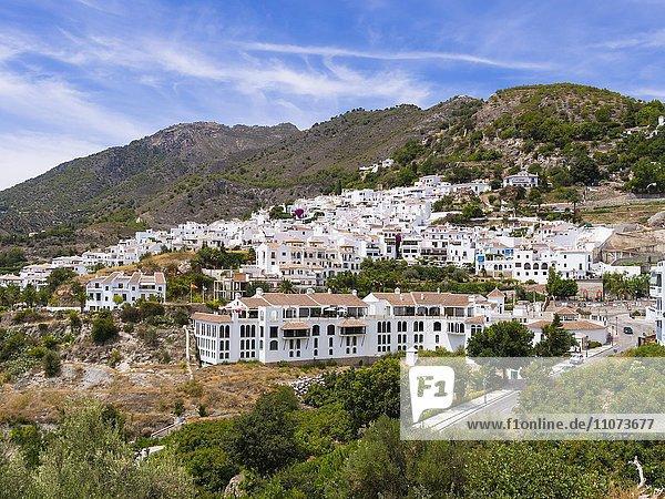 Ausblick auf weiße Häuser in Frigiliana  Costa del Sol  Andalusien  Spanien  Europa