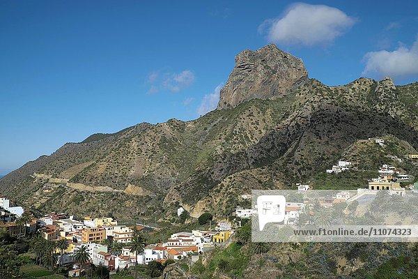 Vallehermoso mit dem Felsmassiv Roque Cano  La Gomera  Kanarische Inseln  Spanien  Europa