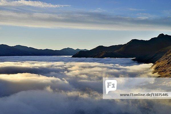 Wolkendecke über dem Oberen Mölltal  Ausblick von Franz-Josefs-Höhe  Nationalpark Hohe Tauern  Kärnten  Österreich  Europa