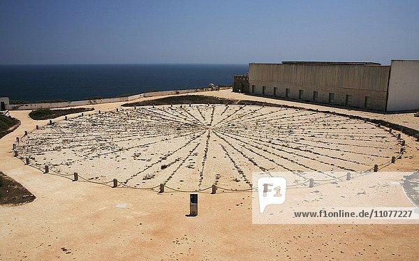 Sonnenuhr  Fortaleza de Sagres  Algarve  Portugal  Europa