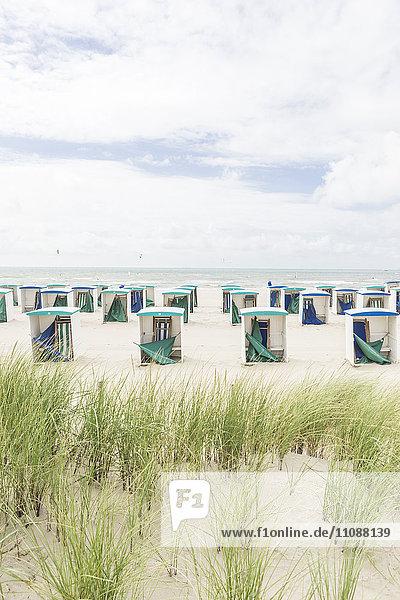 Niederlande  Zeeland  leere Strandhütten in der Nebensaison