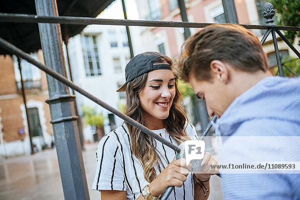 Glückliches junges verliebtes Paar