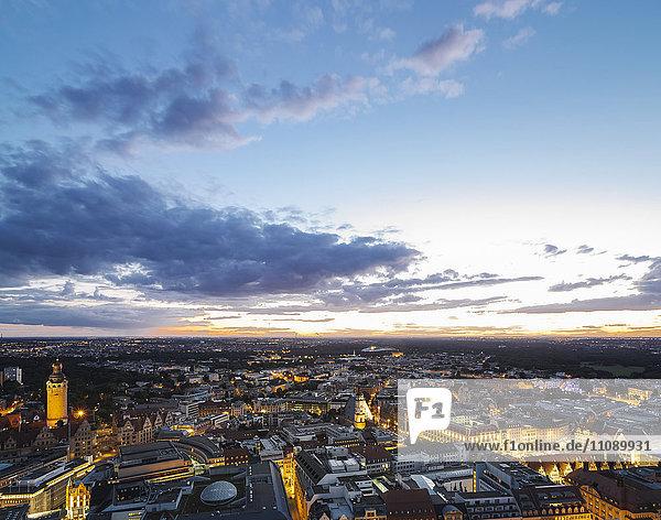 Deutschland  Leipzig  Blick auf die Altstadt bei Sonnenuntergang