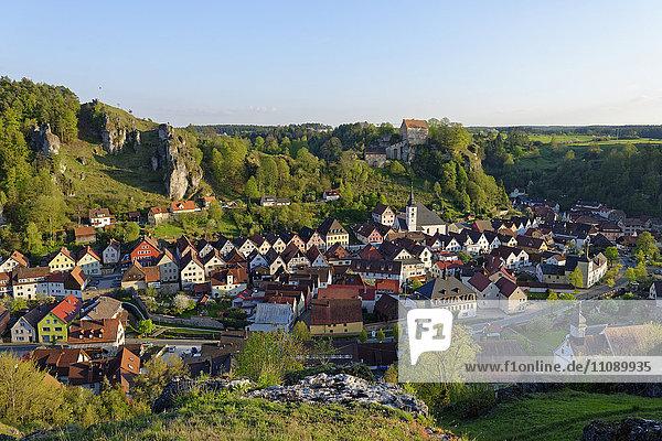 Deutschland  Bayern  Oberfranken  Fränkische Schweiz  Pottenstein mit Schloss