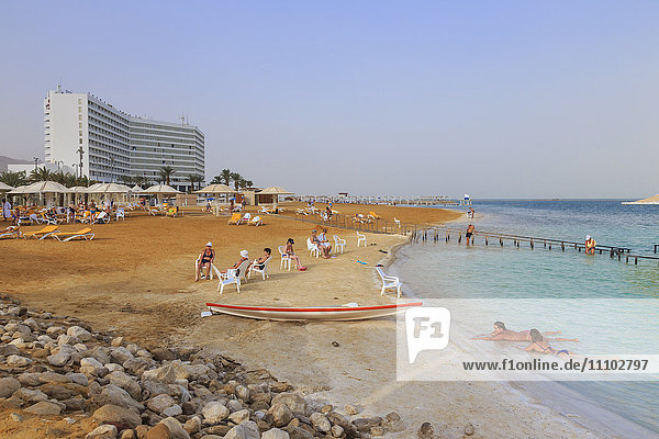 Ein Bokek (En Boqeq) beach  with bathers in the turquoise sea and relaxing ashore  Dead Sea  Israel  Middle East