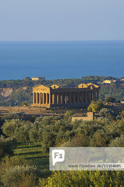 Temple of Concordia  Valley of the Temples  Agrigento  UNESCO World Heritage Site  Sicily  Italy  Europe