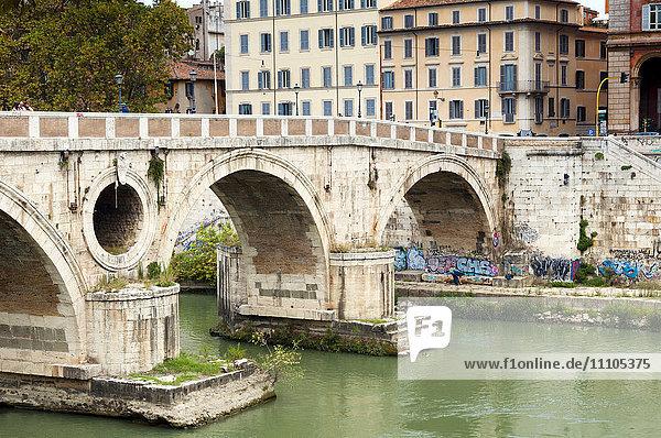 Ponte Sisto (Sisto Bridge) and River Tiber  Rome  UNESCO World Heritage Site  Lazio  Italy  Europe
