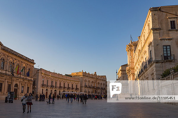 People enjoying passeggiata in Piazza Duomo on the tiny island of Ortygia  UNESCO World Heritage Site  Syracuse  Sicily  Italy  Europe
