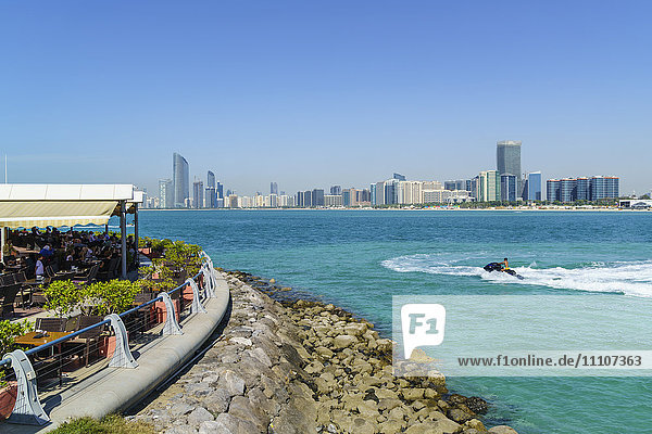 View from the Breakwater to the city skyline across the Gulf  Abu Dhabi  United Arab Emirates  Middle East