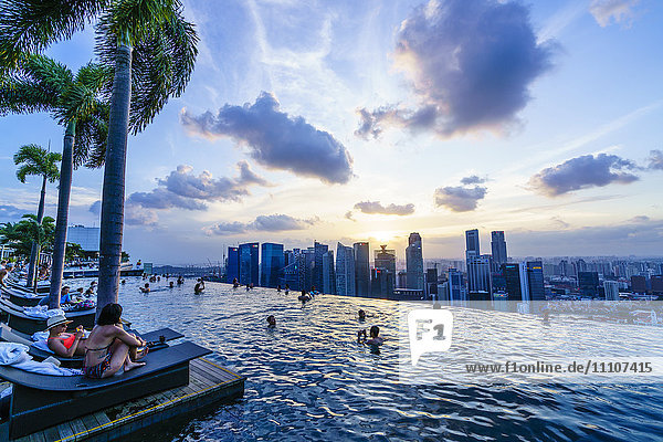 Infinity pool on the roof of the Marina Bay Sands Hotel with spectacular views over the Singapore skyline  Singapore  Southeast Asia  Asia