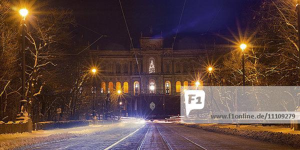 Maximilianeum und Isar  München  Bayern  Deutschland  Europa