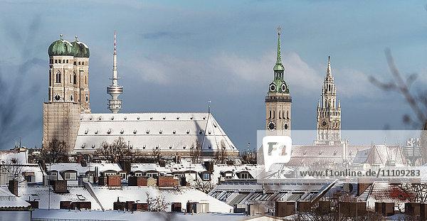 Alter Peter  Frauenkirche und Neues Rathaus  München  Bayern  Deutschland  Europa