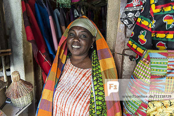Africa  Senegal  Dakar  arts and crafts market