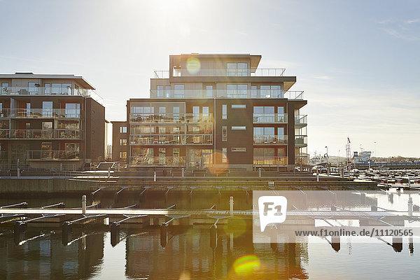 Schweden  Vastra Gotaland  Fiskeback  Moderne Häuser in der Marina